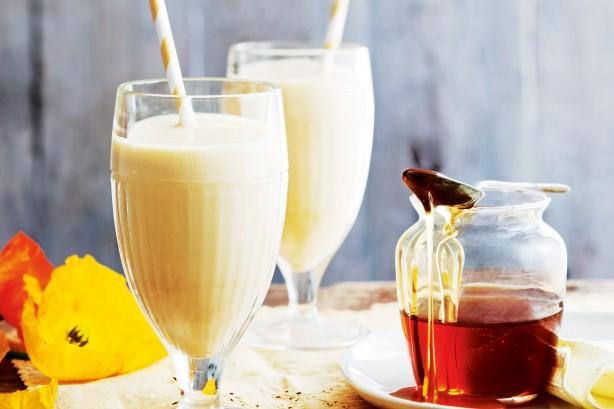 Mango, almond and Honey breakfast smoothie